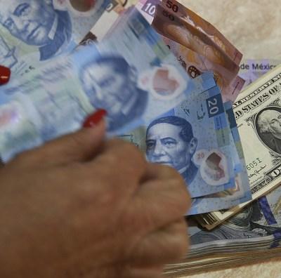 Dólar cede terreno, se vende en 19.95 pesos este martes en CDMX