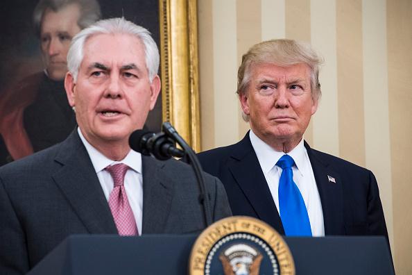 Trump llama tonto a su exsecretario de Estado Rex Tillerson