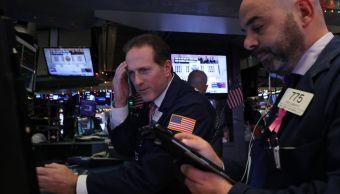 Wall Street cierra mixto y el Dow Jones baja 0.32 por ciento