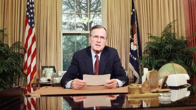 Trump destaca 'liderazgo inquebrantable' de George H.W. Bush