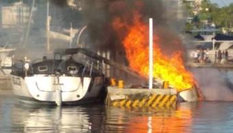 Incendio de embarcaciones en Acapulco deja dos lesionados