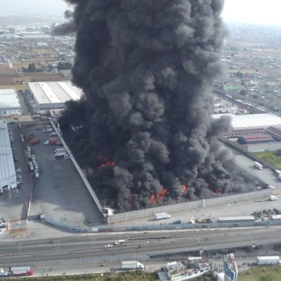 Se registra incendio en una bodega en Toluca, Edomex