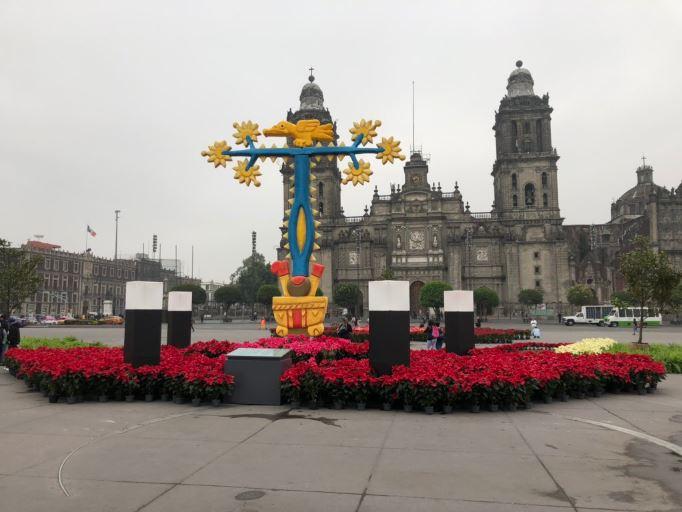 La Catedral Metropolitana, vista desde la sección sur del Zócalo de la CDMX (Twitter @RodoSpartan)