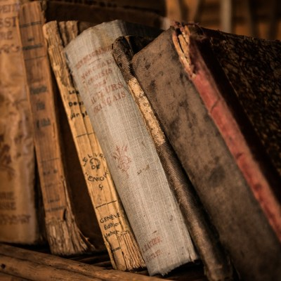 Descubren libros envenenados en una biblioteca universitaria