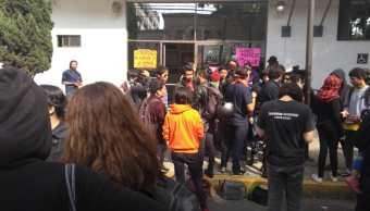 Manifestantes exigen liberar a detenidos agresiones Rectoría