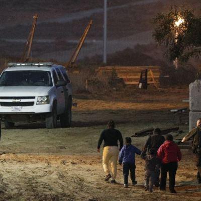 Más de 400 inmigrantes logran cruzar la frontera de EU por Texas