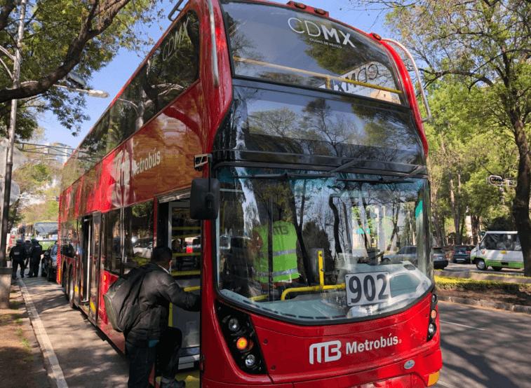 Metrobús tendrá interrupciones de servicio por peregrino
