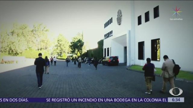 Mexicanos entran a Los Pinos, convertido ahora en centro cultural