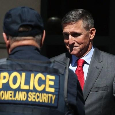 Michael Flynn no merece prisión por mentir sobre Rusiagate, dice su defensa