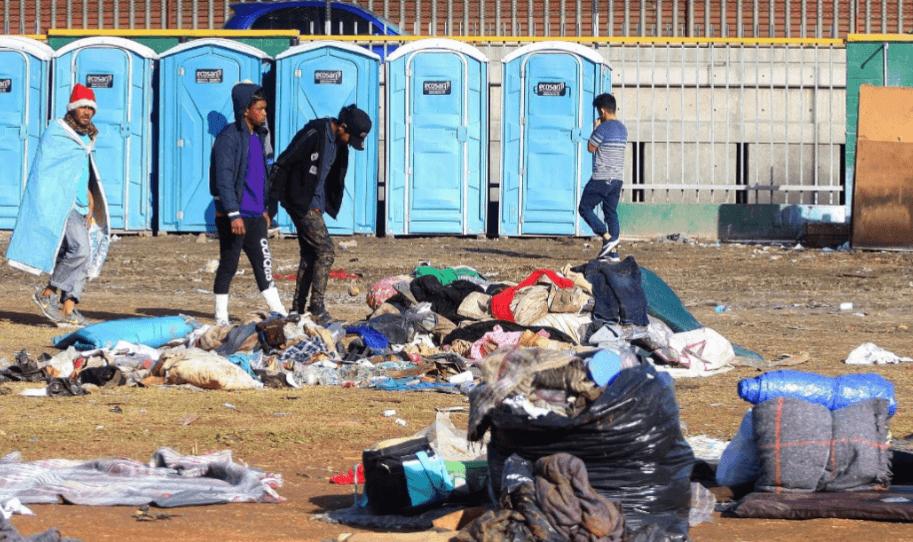 Tijuana no permitirá a los migrantes centroamericanos permanecer en las calles y desaloja el deportivo 'Benito Juárez' por saturación