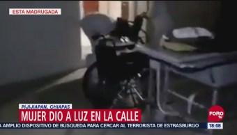 Mujer da a luz afuera de un hospital en Chiapas