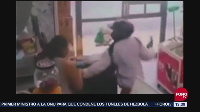 Mujer enfrenta a ladrón en Cozumel