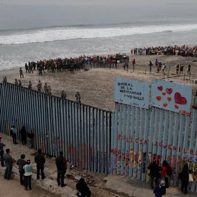 Militares construirán el muro si los demócratas no lo aprueban: Trump