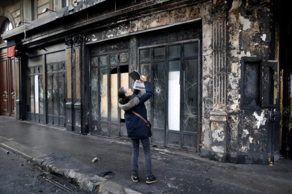 Negocios como restaurantes y tiendas fueron de los más perjudicados tras los disturbios (Reuters)