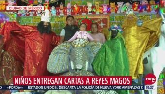Niños entregan cartas a Reyes Magos en la CDMX