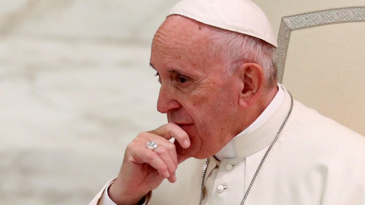 Papa Francisco pide a curas responsables de abuso sexual entregarse a la justicia