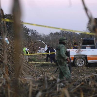 Peritos recuperan restos de aeronave accidentada en Puebla