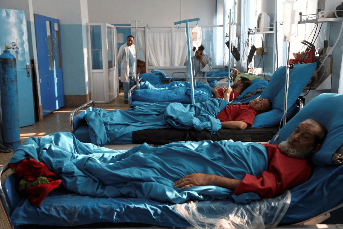 Personas lesionadas por atentado en Afganistán. (AP)