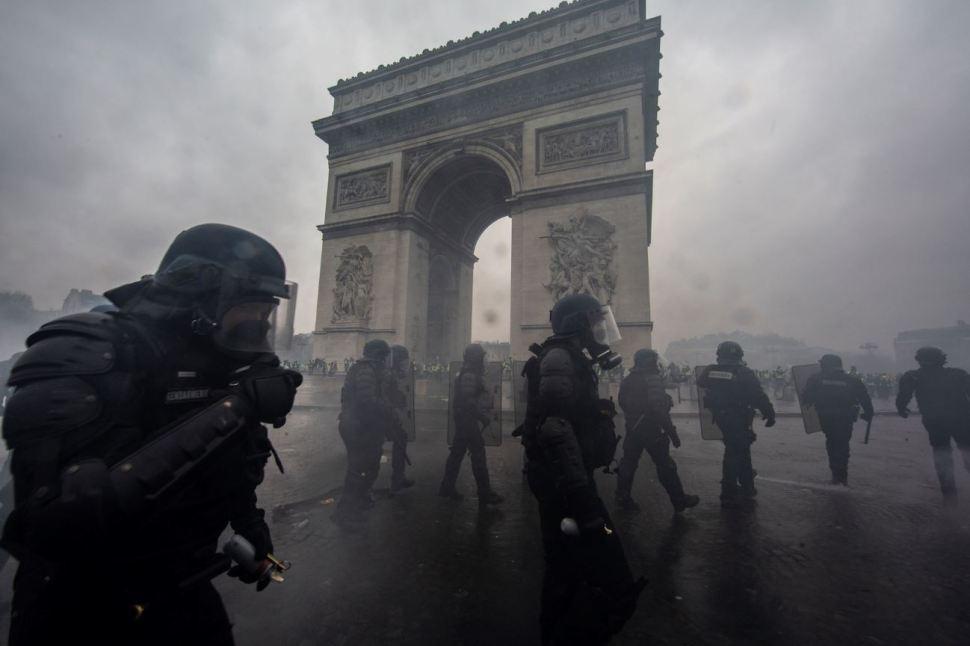 Policías antimotines fueron desplegados para reprimir las protestas (GettyImages)