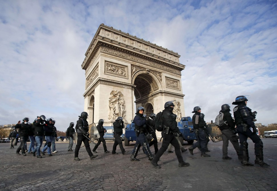 "Bélgica desaconseja viajar a París por ""chalecos amarillos"""