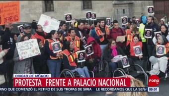 Protestan frente a Palacio Nacional por presupuesto para discapacitados