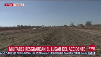 Militares resguardan el lugar del accidente en Puebla