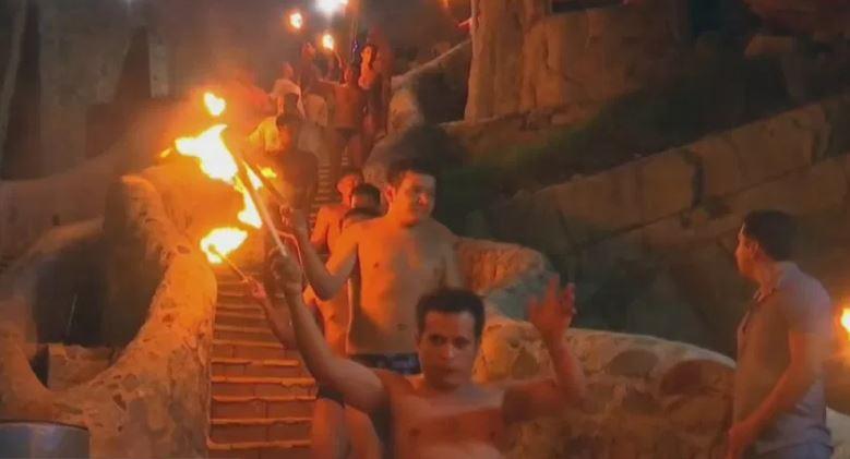 Clavadistas celebran a la Virgen de Guadalupe en 'La Quebrada' de Acapulco, Guerrero
