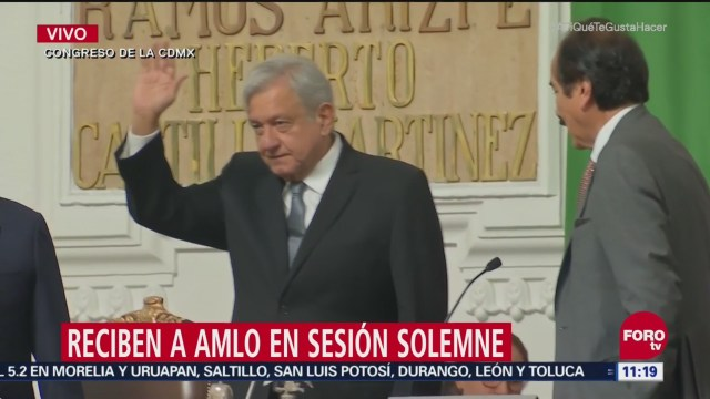 Reciben a López Obrador en sesión solemne del Congreso de la CDMX