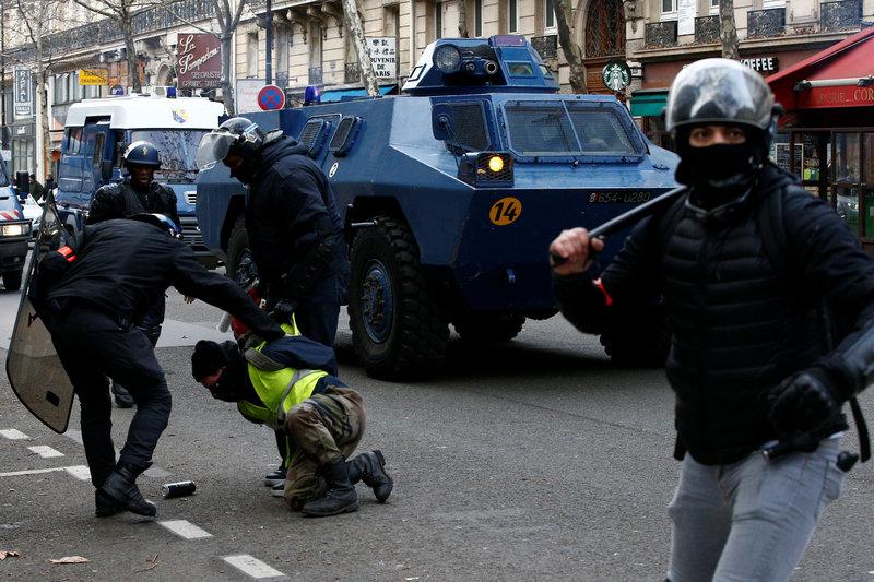 policia francia chalecos amarillos protestas christophe