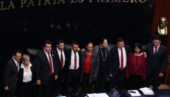 Rinden protesta senadores suplentes de Morena