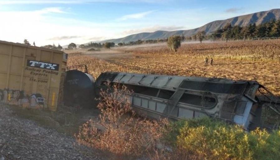 Descarrilan furgones de tren de carga en Puebla