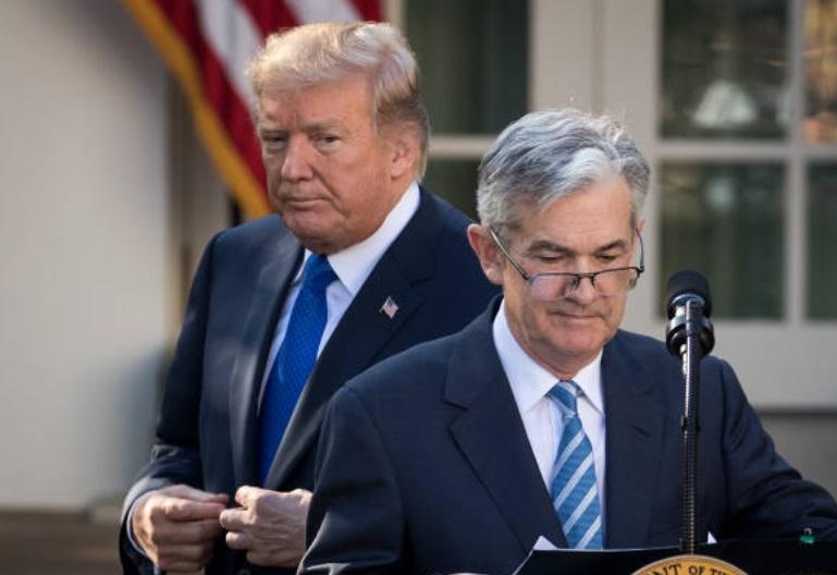 Trump llama a la Fed a no elevar las tasas de interés