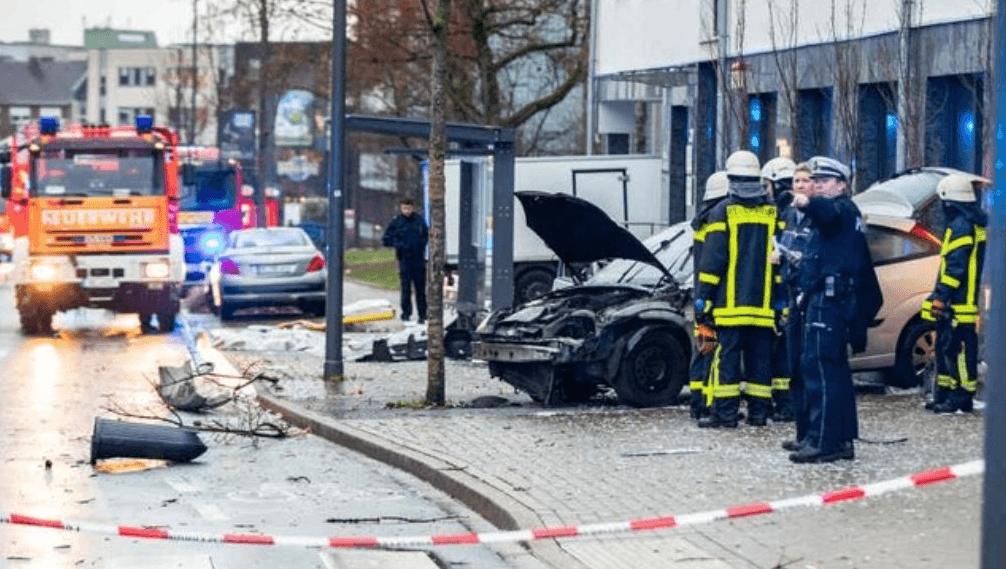 Vehículo embiste a multitud en Alemania; un muerto