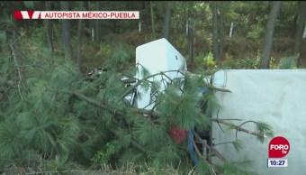 Vuelca camión con peregrinos en la autopista México Puebla; no hay heridos