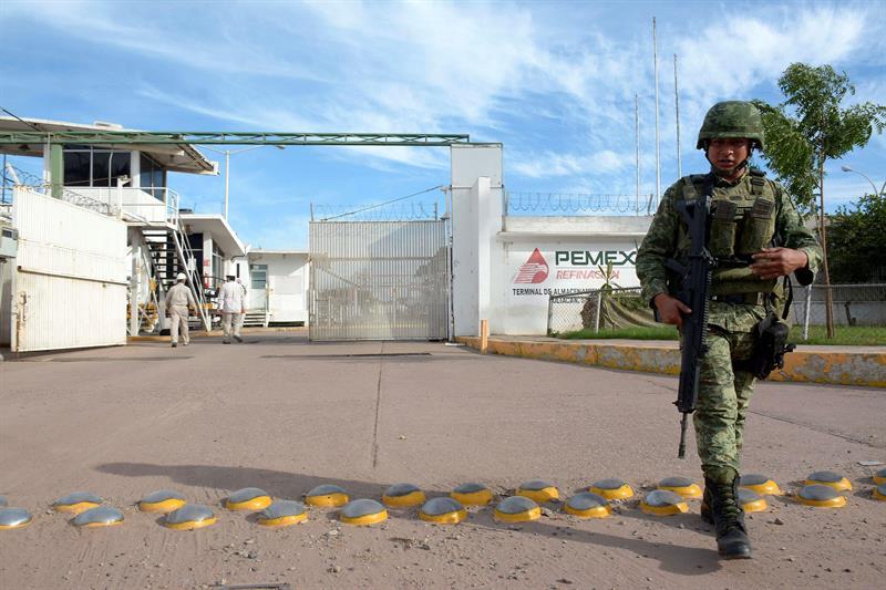 Fuerzas Federales toman el control de las refinerías de Pemex