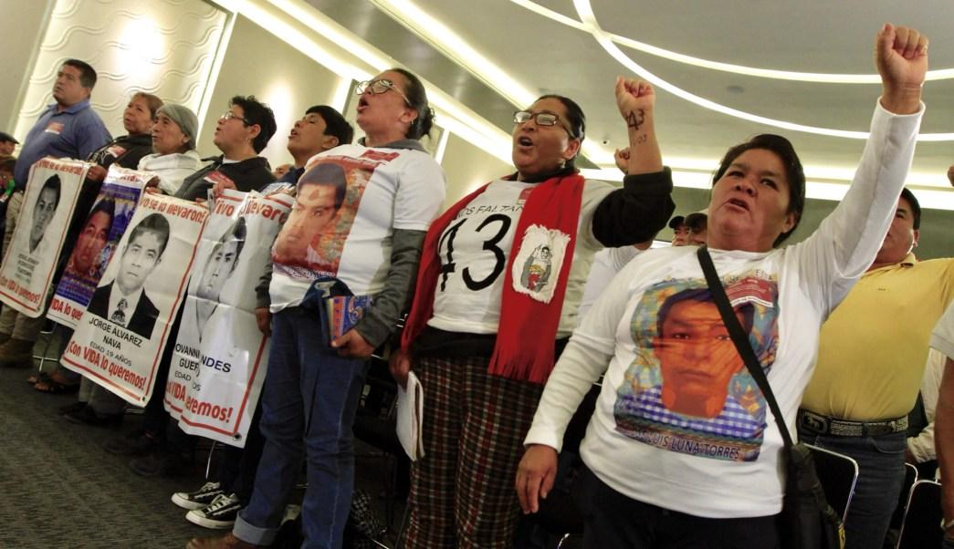 foto familiares deaparecidos ayotzinapa 15 enero 2018