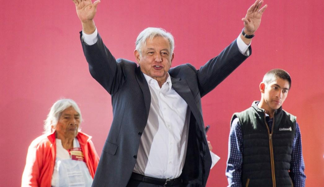 Sube popularidad de AMLO tras explosión en Tlahuelilpan
