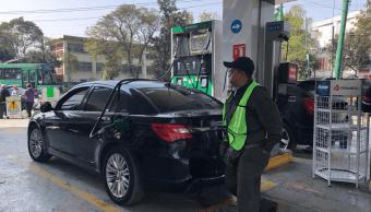 Conductores ignoran calendario para cargar gasolina en CDMX