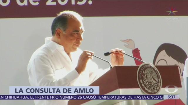 Abuchean a gobernador de Guerrero durante visita de AMLO