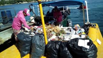 Aumenta recolección de basura por vacacionistas en Acapulco