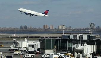 """Foto: La Administración Federal de Aviación de Estados Unidos reanuda los vuelos con destino a """"LaGuardia"""", 25 enero 2019"""
