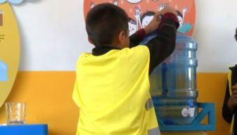 Agua Segura' ayuda a niños mexicanos