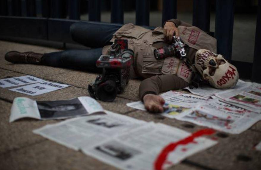 AMLO debe tomar riendas ante violencia contra periodistas,