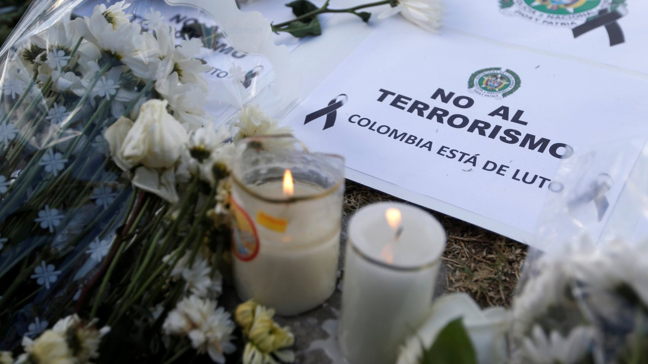 eln asume autoria atentado escuela de policias en bogota colombia