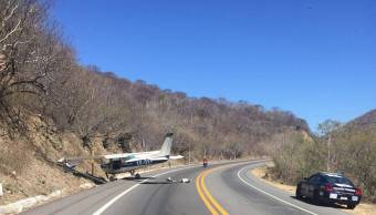 Foto: Avioneta aterriza de emergencia en carretera Chilpancingo-Iguala. 30 de enero 2019. Notimex