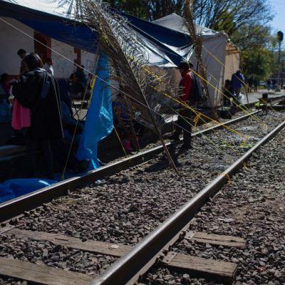 CNTE decide hoy si levanta bloqueos y plantones en Michoacán
