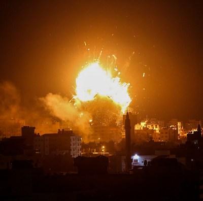Israel bombardea objetivos de Hamas en Gaza en respuesta a cohete