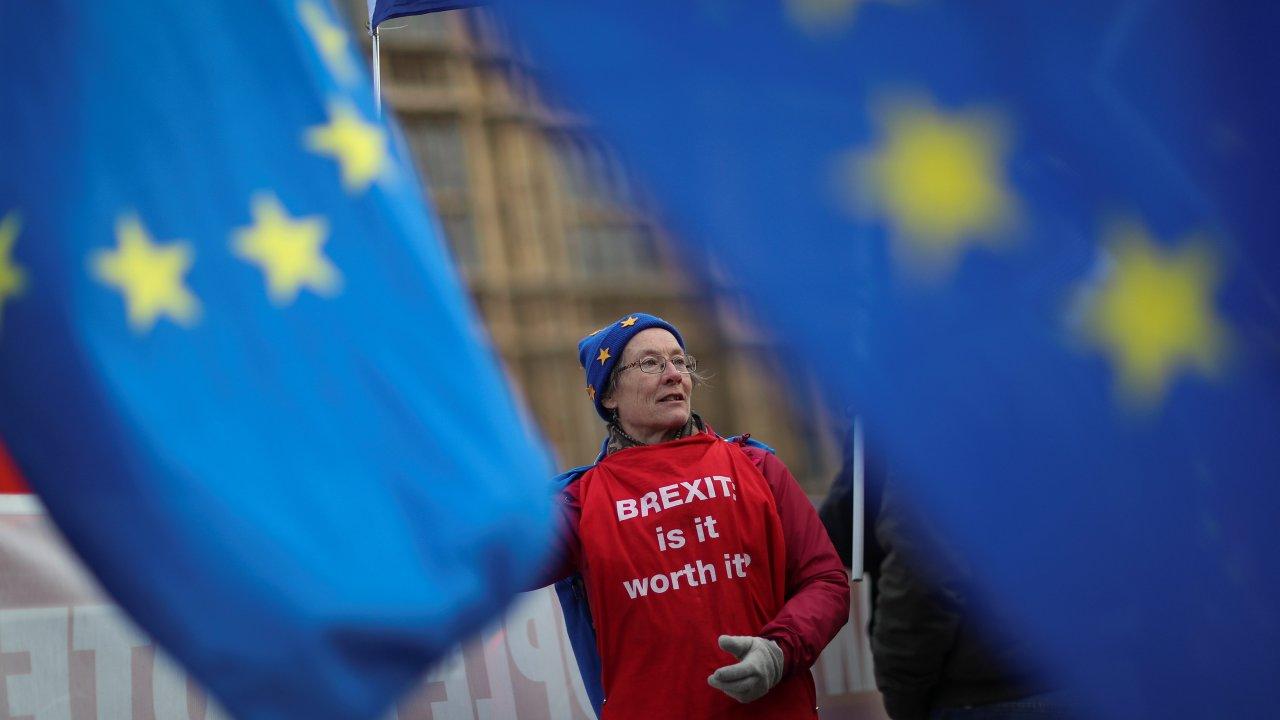 may advierte que parlamento puede bloquear brexit