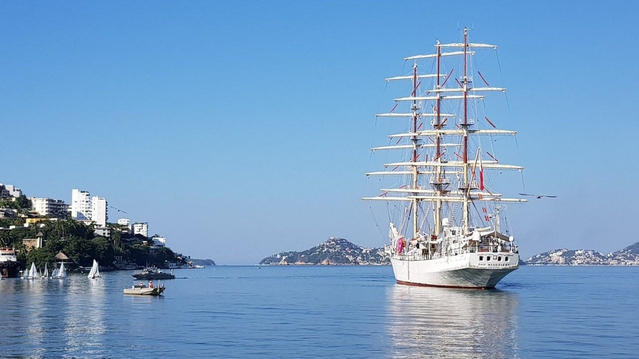 Buque Escuela de la Marina de Polonia zarpa puerto Acapulco