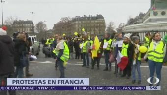 'Chalecos amarillos' exigen renuncia de Emmanuel Macron en Francia